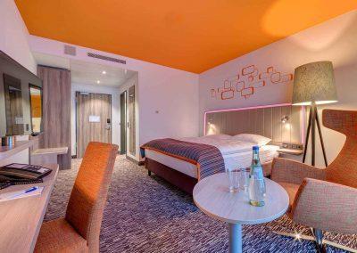Park Inn by Radisson Neumarkt Standard Zimmer gelb